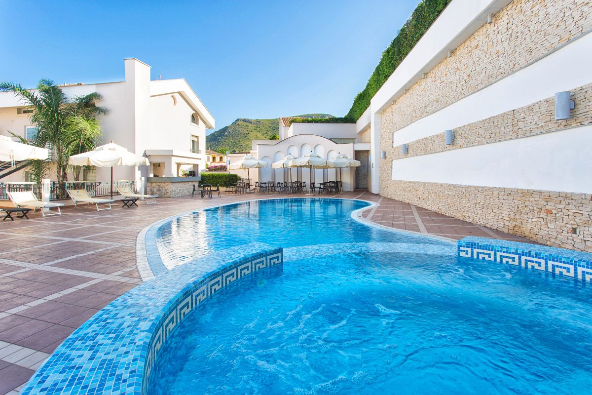 Hotel con piscina sperlonga virgilio grand hotel for Hotel piscina