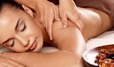 Pacchetto Soggiorno con Massaggio Idratante Corpo